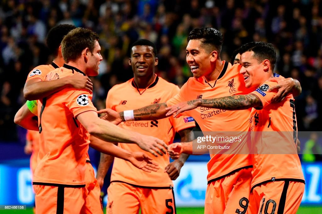 Liverpool's Brazilian forward Roberto Firmino (2nd R) celebrates with teammates after scoring a goal during the UEFA Champions League group E football match between NK Maribor and Liverpool at the Ljudski vrt Stadium, in Maribor, on October 17, 2017. / AFP PHOTO / Jure Makovec