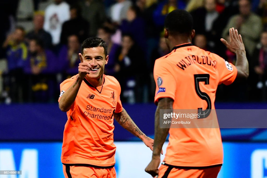 Liverpool's Brazilian midfielder Philippe Coutinho (L) celebrates with teammates after scoring a goal during the UEFA Champions League group E football match between NK Maribor and Liverpool at the Ljudski vrt Stadium, in Maribor, on October 17, 2017. / AFP PHOTO / Jure Makovec