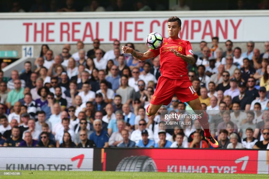 TOPSHOT - Liverpool's Brazilian midfielder Philippe Coutinho controls the ball during the English Premier League football match between Tottenham Hotspur and Liverpool at White Hart Lane in London, on August 27, 2016. / AFP PHOTO / JUSTIN TALLIS / RESTRICTED TO EDITORIAL USE. No use with unauthorized audio, video, data, fixture lists, club/league logos or 'live' services. Online in-match use limited to 75 images, no video emulation. No use in betting, games or single club/league/player publications. /
