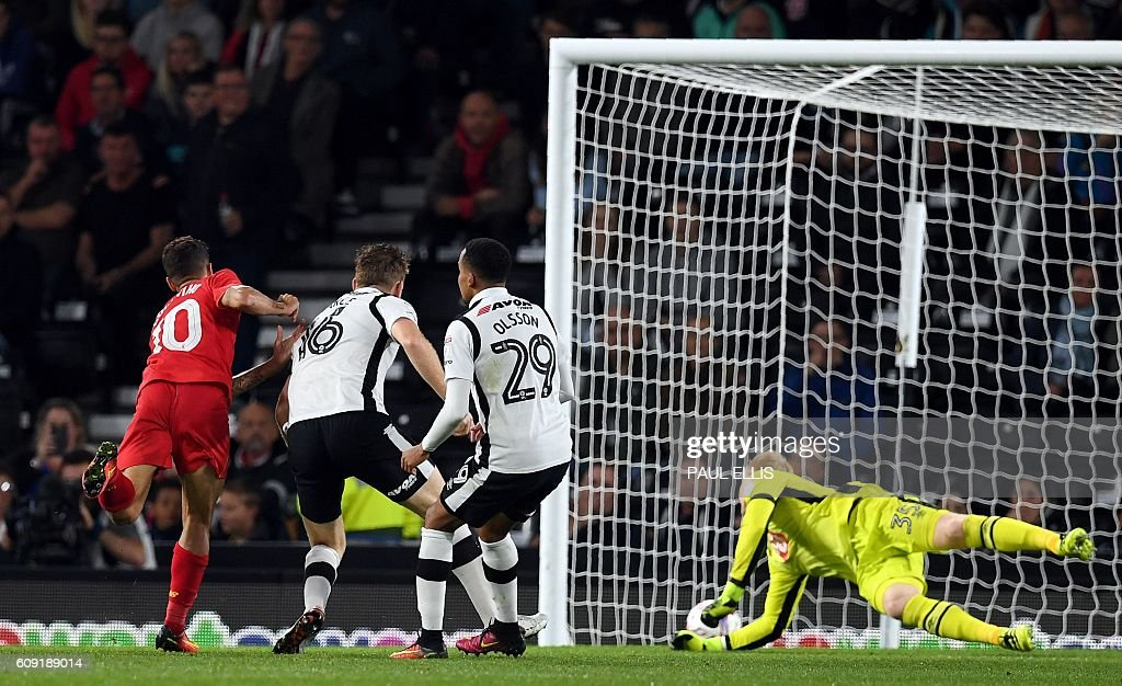 Liverpool's Brazilian midfielder Philippe Coutinho (L) scores their second goal as Derby's English goalkeeper Jonathan Mitchell (R) dives across his goal during the English League Cup third-round football match between Derby County and Liverpool at iPro Stadium in Derby, central England on September 20, 2016. / AFP / PAUL ELLIS / RESTRICTED TO EDITORIAL USE. No use with unauthorized audio, video, data, fixture lists, club/league logos or 'live' services. Online in-match use limited to 75 images, no video emulation. No use in betting, games or single club/league/player publications. /