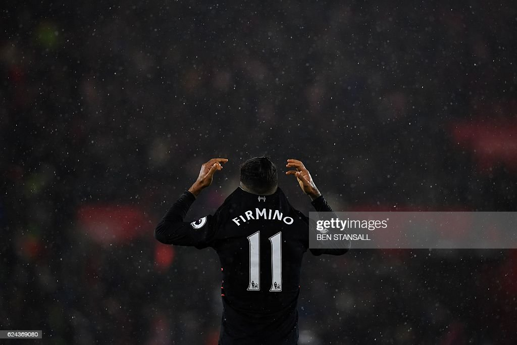 TOPSHOT - Liverpool's Brazilian midfielder Roberto Firmino reacts at the final whistle during the English Premier League football match between Southampton and Liverpool at St Mary's Stadium in Southampton, southern England on November 19, 2016. / AFP / BEN STANSALL / RESTRICTED TO EDITORIAL USE. No use with unauthorized audio, video, data, fixture lists, club/league logos or 'live' services. Online in-match use limited to 75 images, no video emulation. No use in betting, games or single club/league/player publications. /