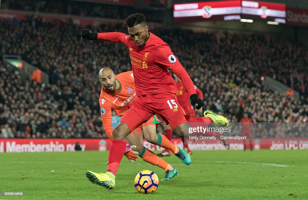 Liverpool v Stoke City - Premier League : ニュース写真