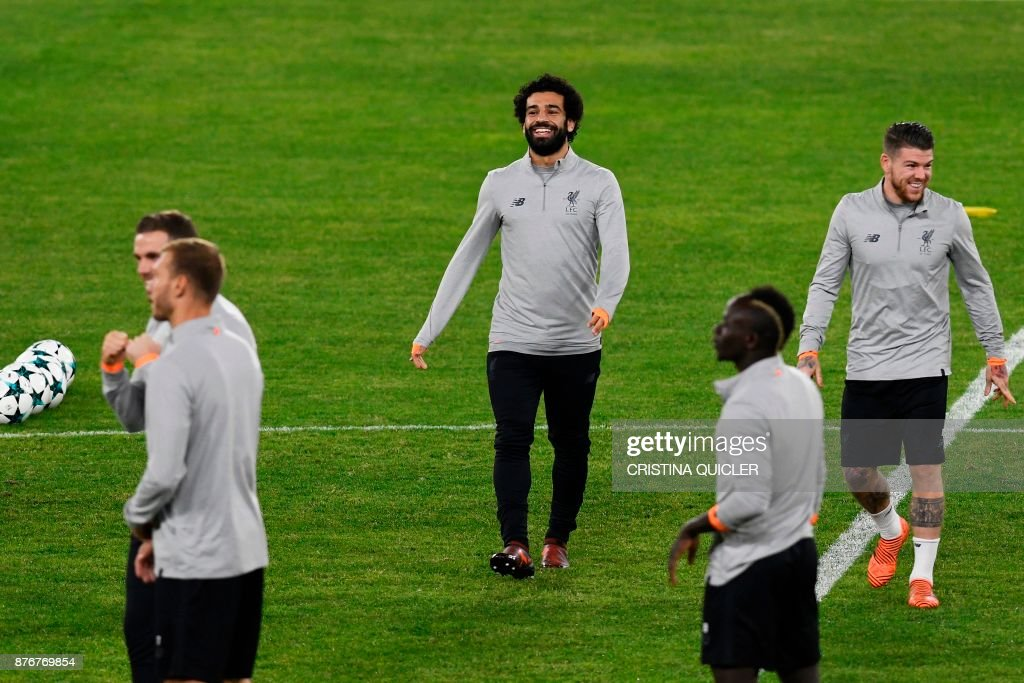 Liverpool's Egyptian midfielder Mohamed Salah (C) laughs during a training session at Ramon Sanchez Pizjuan stadium in Sevilla on November 20, 2017 on the eve of the UEFA Champions League group E football match between Sevilla and Liverpool. /