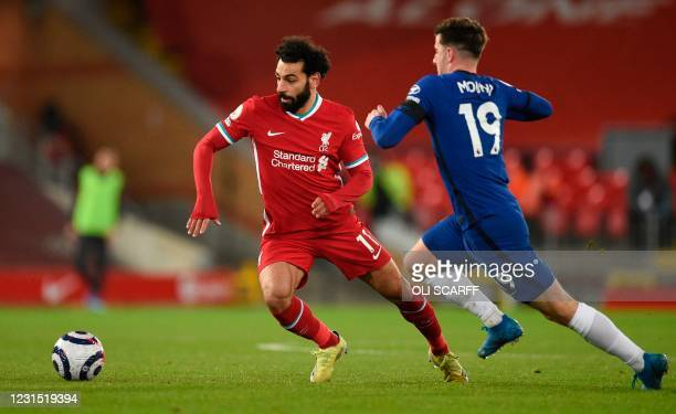 Liverpool's Egyptian midfielder Mohamed Salah takes on Chelsea's English midfielder Mason Mount during the English Premier League football match...
