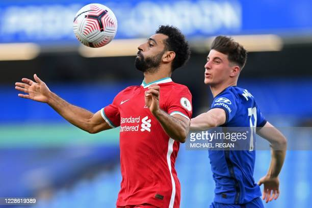 Liverpool's Egyptian midfielder Mohamed Salah vies with Chelsea's English midfielder Mason Mount during the English Premier League football match...