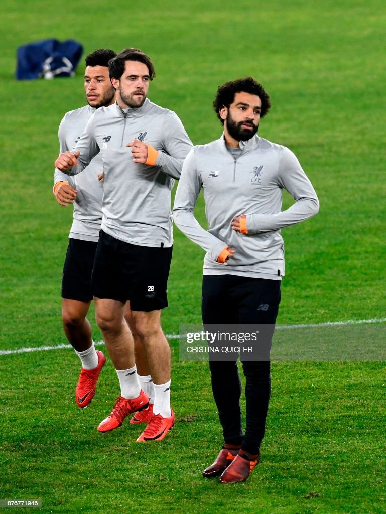 Liverpool's English midfielder Alex Oxlade-Chamberlain, Liverpool's English striker Danny Ings and Liverpool's Egyptian midfielder Mohamed Salah run during a training session at Ramon Sanchez Pizjuan stadium in Sevilla on November 20, 2017 on the eve of the UEFA Champions League group E football match between Sevilla and Liverpool. /