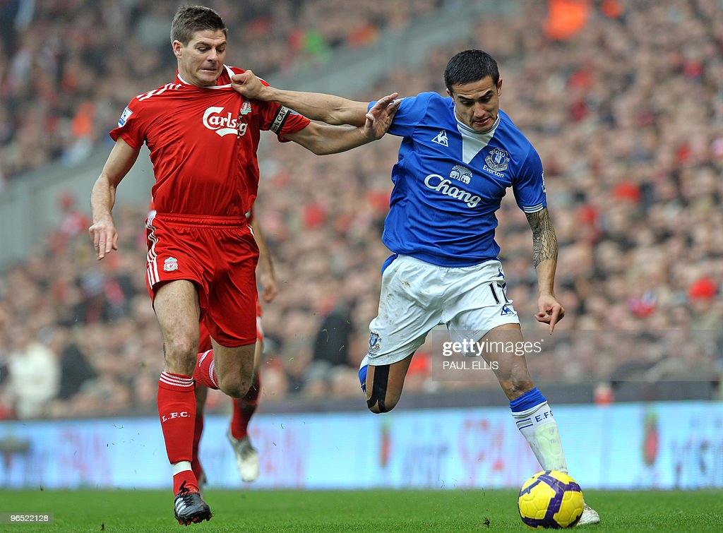 Liverpool's English midfielder Steven Ge : News Photo