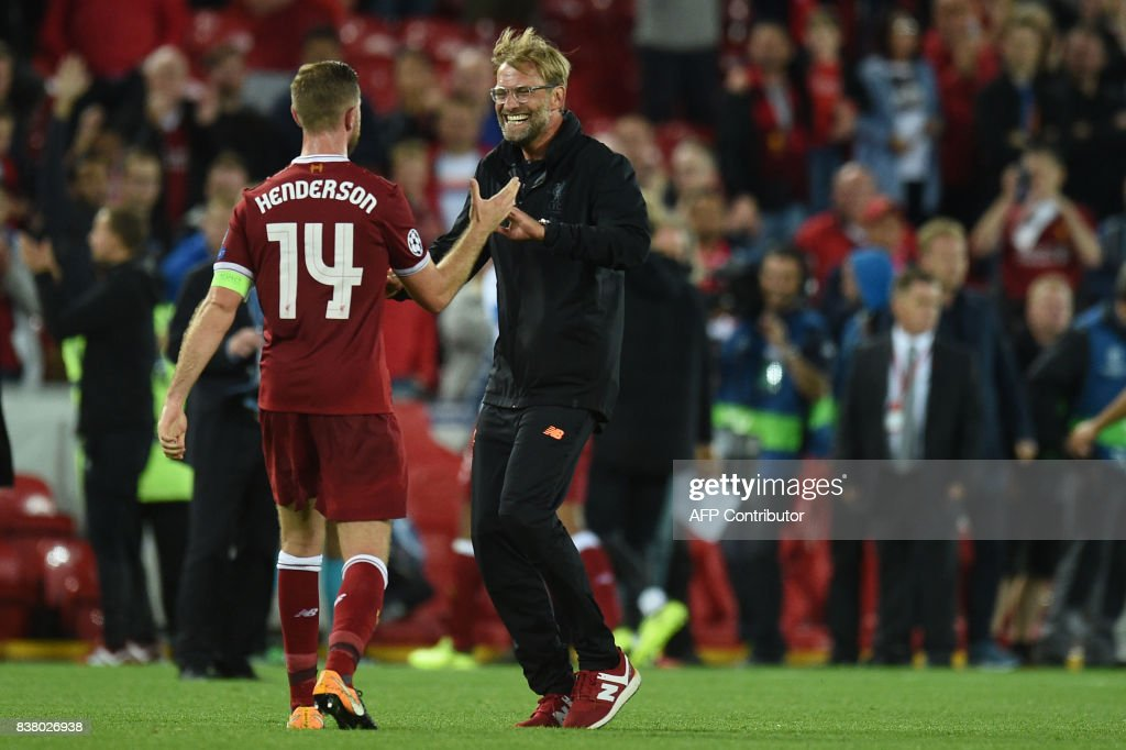 TOPSHOT - Liverpool's German manager Jurgen Klopp (R) celebrates victory with Liverpool's English captain Jordan Henderson after the Champions League qualifier, second leg match between Liverpool and Hoffenheim at Anfield stadium in Liverpool on August 23, 2017. / AFP PHOTO / Oli SCARFF