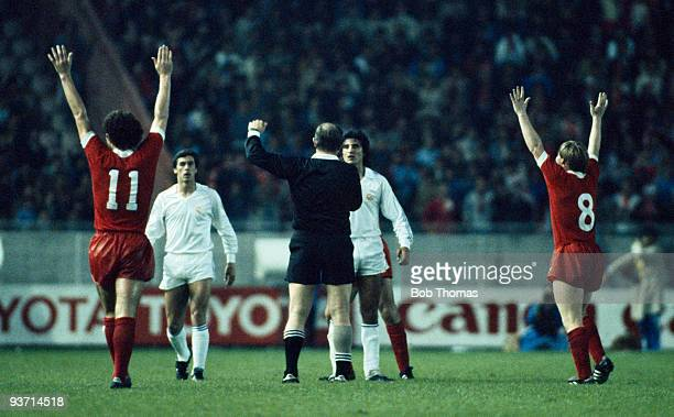 Liverpool's Graeme Souness and Sammy Lee celebrate after Referee Karoly Palotai blows the final whistle at the end of the Liverpool v Real Madrid...