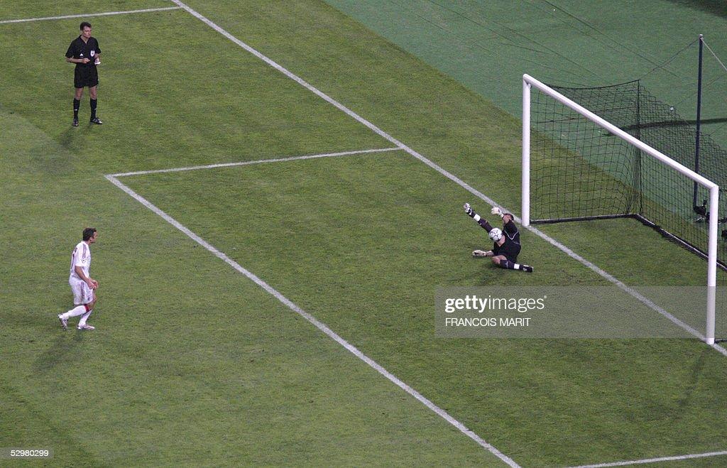 Liverpool's Polish goalkeeper Jerzy Dude : Nachrichtenfoto