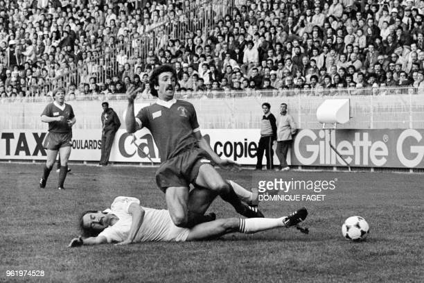 Liverpool's Scottish midfielder David Johnson is tackled by Real Madrid's miedfielder Uli Stielike during the European Cup final football match...