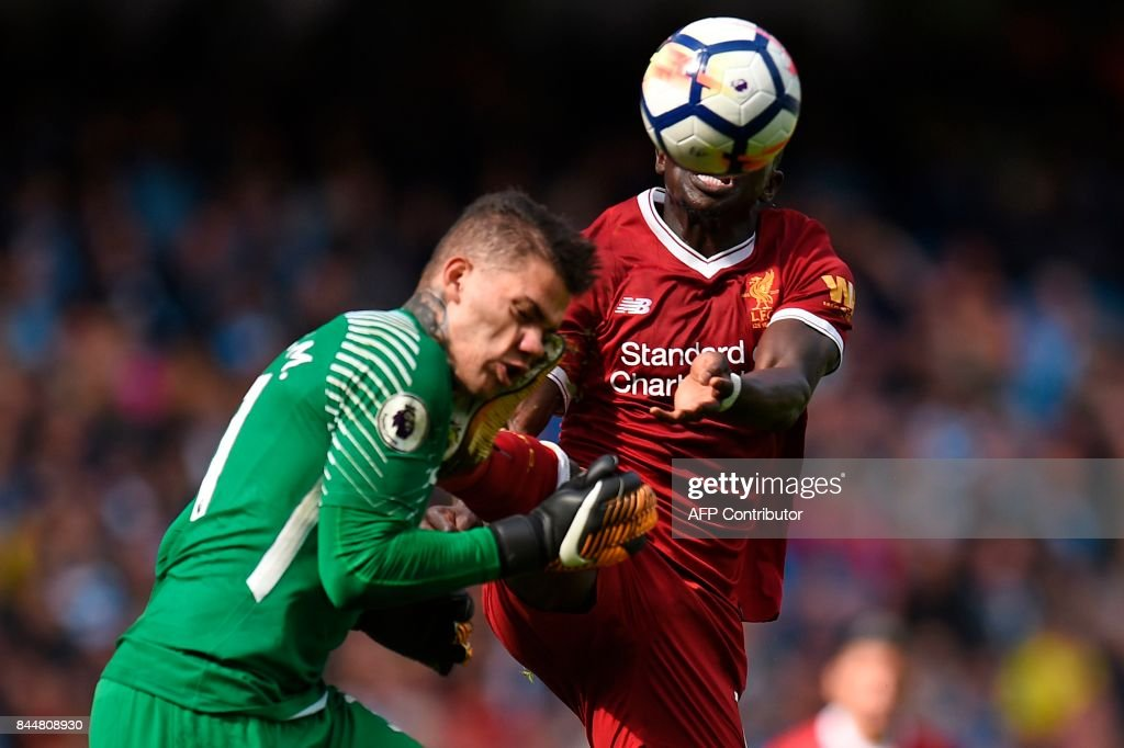TOPSHOT-FBL-ENG-PR-MAN CITY-LIVERPOOL : News Photo