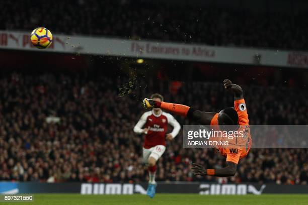 TOPSHOT Liverpool's Senegalese midfielder Sadio Mane in full flight during the English Premier League football match between Arsenal and Liverpool at...