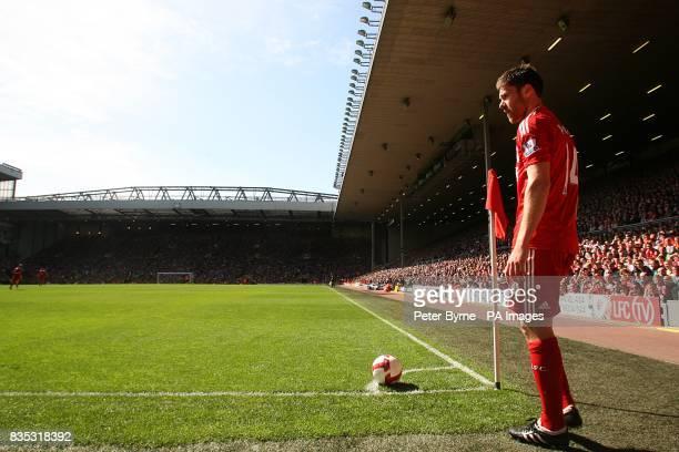 Liverpool's Xabi Alonso prepares to take a corner