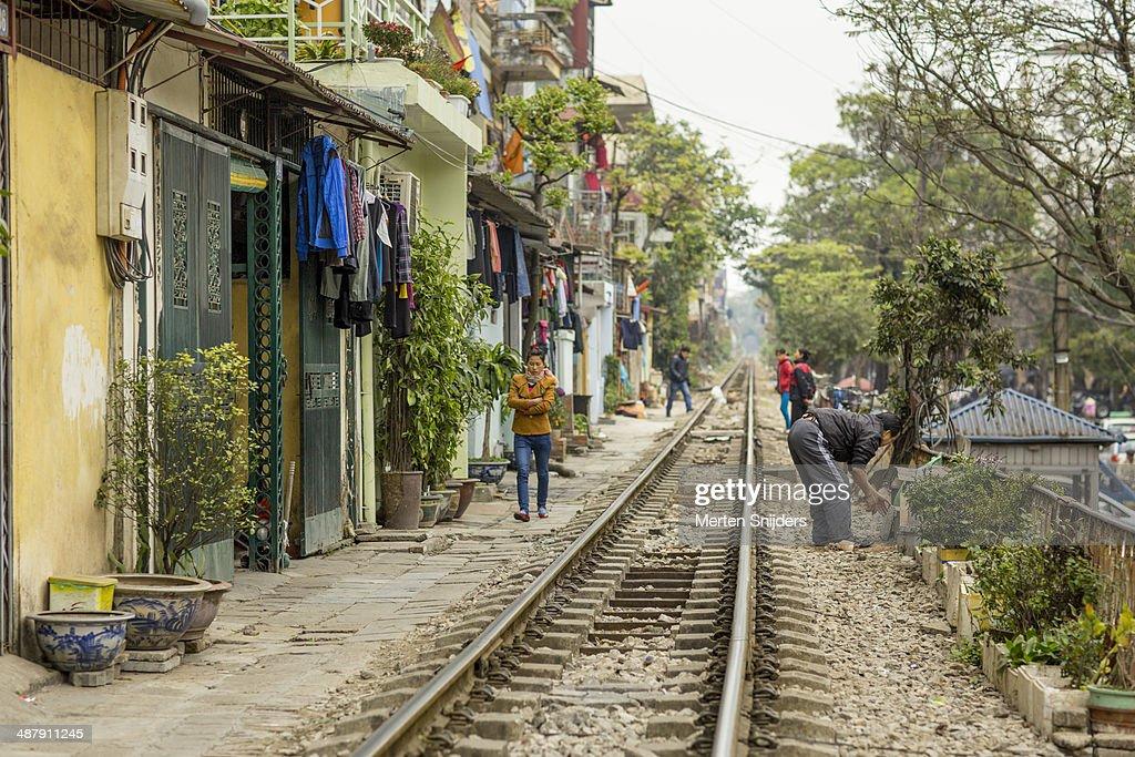 Living along traintrack on Phùng H?ng : Stockfoto