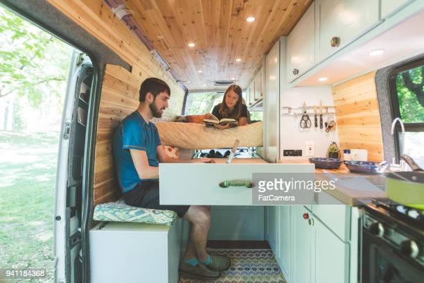 leben in einem van - wohngebäude innenansicht stock-fotos und bilder