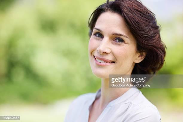 living lift richtig kennenzulernen - one mature woman only stock-fotos und bilder