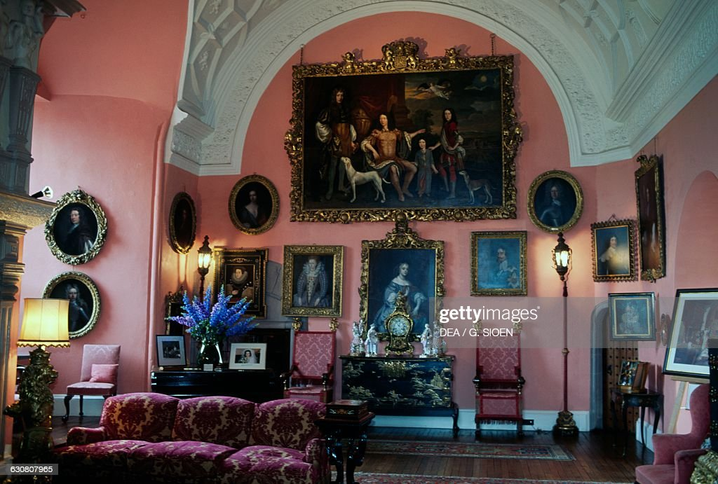 Living room, Glamis castle, Angus, Scotland : News Photo