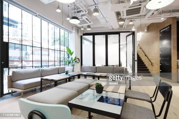 living room interior - luce vivida foto e immagini stock