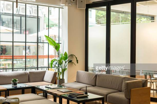 living room interior - ソファ 無人 ストックフォトと画像