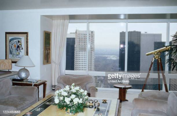 Living room of Adnan Kashoggi with view to the city of New York, USA 1986.