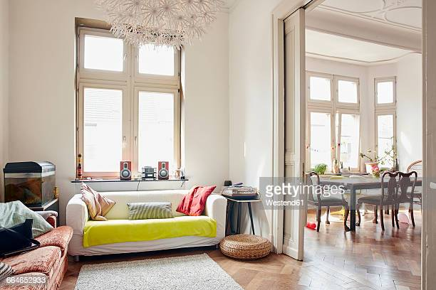 living room with aquarium and view to dining room - wohnung stock-fotos und bilder
