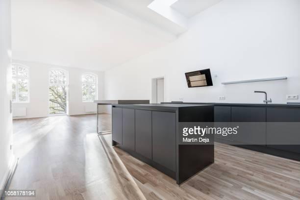 living room with kitchen hdr - privatküche stock-fotos und bilder