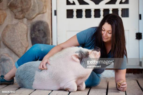 Living with Pets, pig dwarf