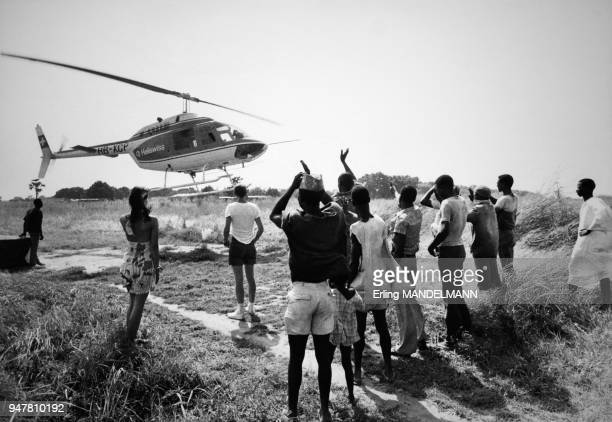 Livraison de médicaments pour lutter contre l'onchocercose par hélicoptère au Burkina Fasso