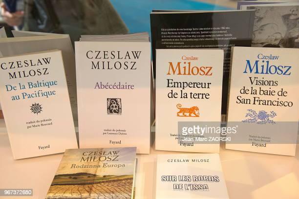 Livres de l'écrivain polonais Czeslaw Milosz prix nobel de littérature en 1980 exposés sur le stand des villes polonaises invitées du salon du livre...