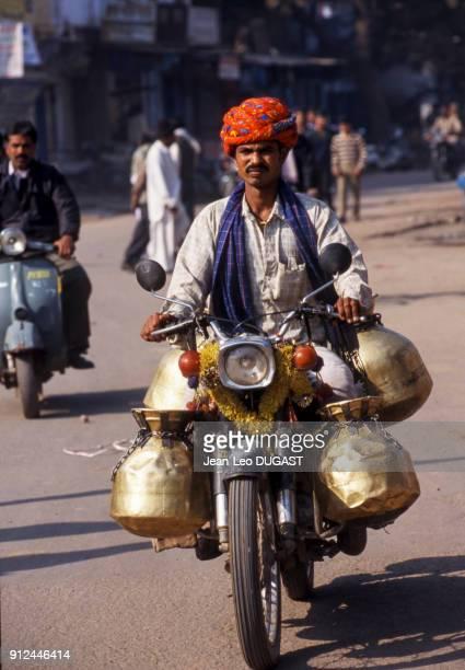 Livreur de lait a Bundi Inde