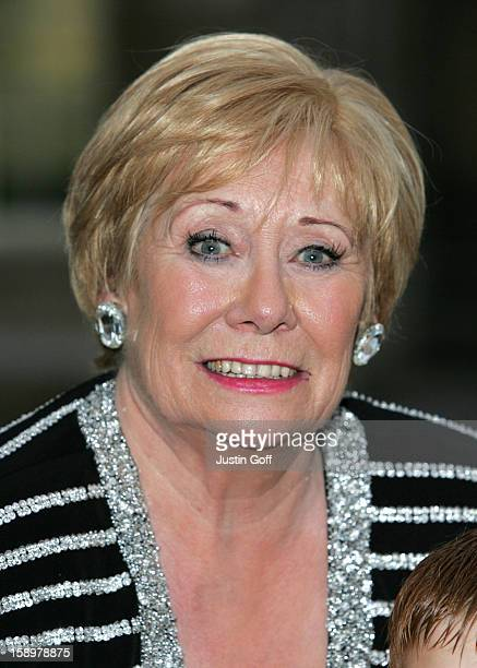 Liz Dawn Attends Itv'S 50Th Anniversary Royal Reception At The Guildhall In London