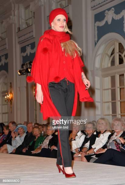 Liz Malraux Couture Modenschau im Hotel Atlantic Hamburg Mirja Neven du Mont auch Mirja du Mont bzw Dumont ist ein deutsches Model