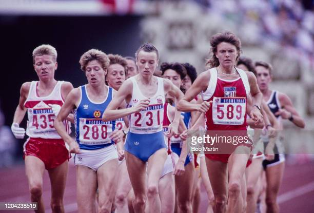 Liz McColgan of Great Britain Lynn Nelson of the United States Kathrin Ullrich of East Germany and Ingrid Kristiansen of Norway lead the pack during...