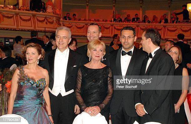 Liz Mohn Stanislaw Tillich Ehefrau Veronika SE Khaldoon Khalifa Al Mubarak Oliver Radtke Carsten Dietmann dahinter BallGäste 7 Semper Opernball...
