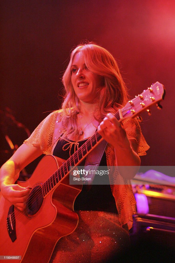 Liz Phair And Missy Higgins in Concert at the House of Blues in Hollywood - November 7, 2005 : News Photo