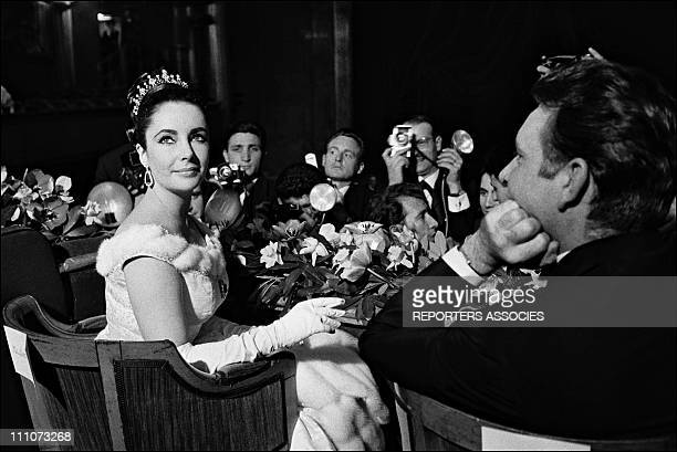 Liz Taylor and Richard Burton at the Premiere of 'Lawrence d'Arabie' in Paris France on March 16 1963