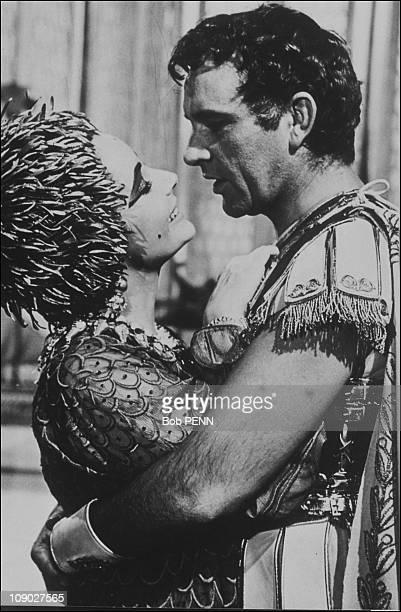 Liz Taylor and Richard Burton on the film set of 'Cleopatra' by Joseph L Mankiewicz in 1963