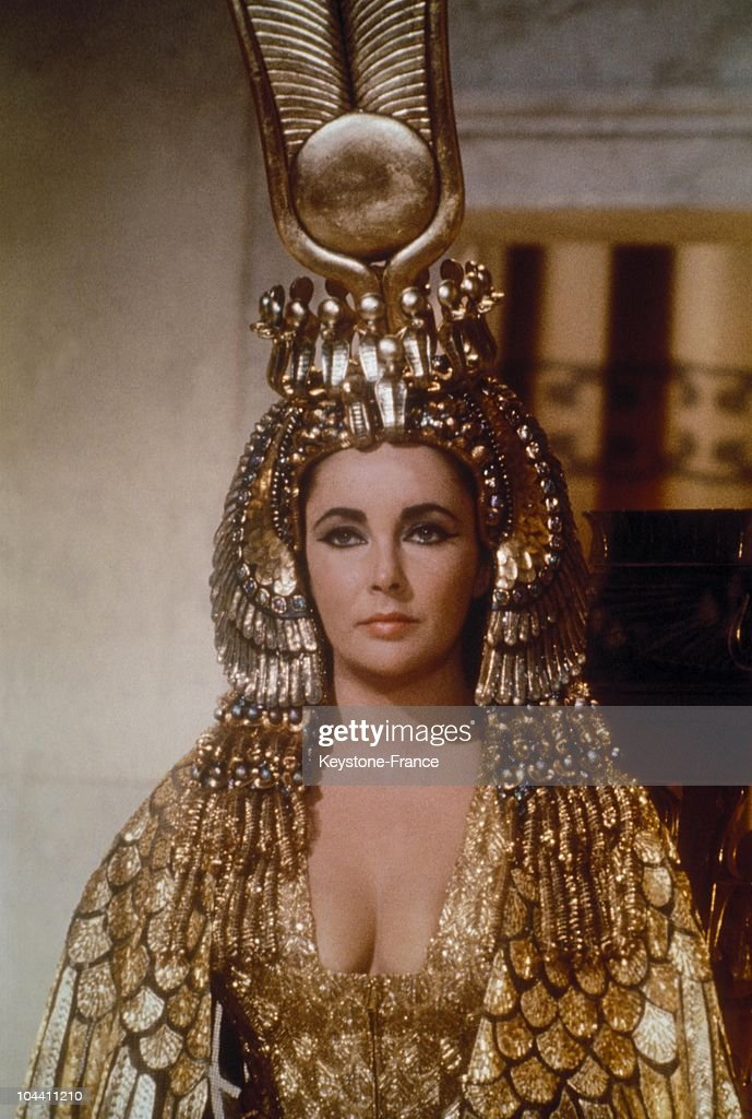 Liz Taylor As Cleopatra In Rome 1962 : News Photo