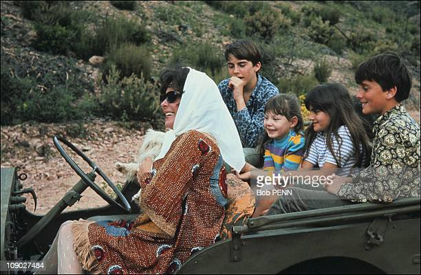 Liz Taylor with children Michael and Chistopher Wilding Elisabeth Todd and Maria Burton in 1967
