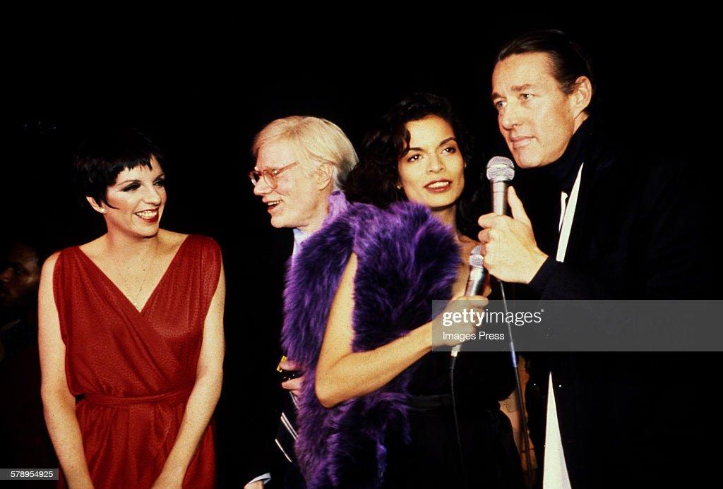 Liza Minnelli, Andy Warhol, Bianca Jagger and Halston... : News Photo