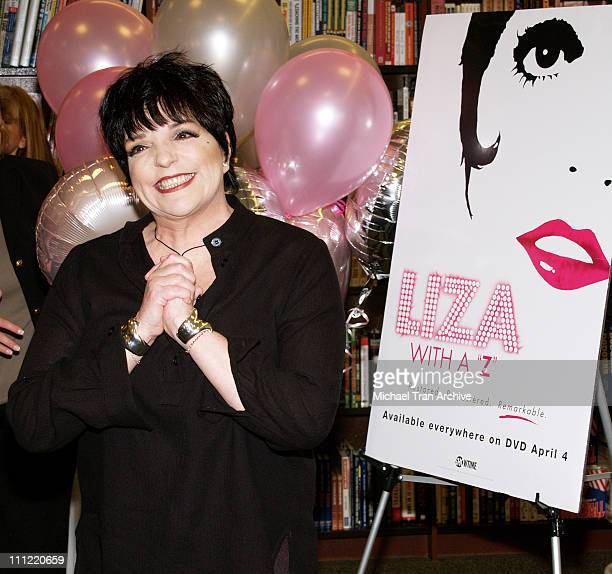 """Liza Minnelli during Liza Minnelli Signs Her DVD """"Liza with a Z"""" at Barnes and Noble in Los Angeles - May 6, 2006 at Barnes and Noble at the Grove in..."""