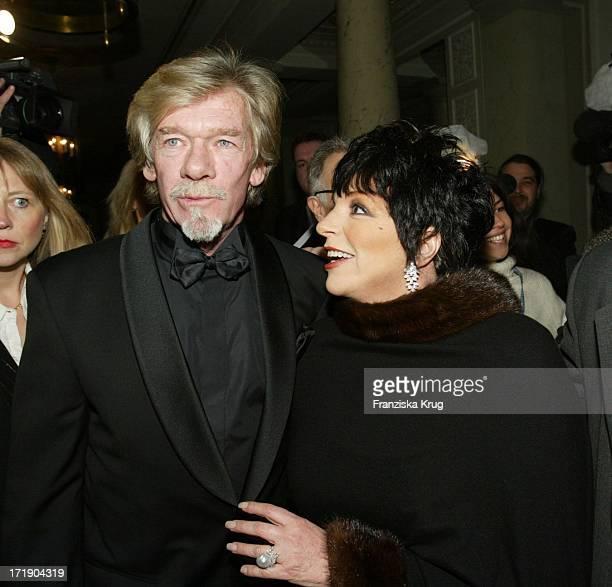 Liza Minnelli Mit Begleitung Pierre Billon Bei Der Wohltatigkeitsveranstaltung Cinema For Peace Am Rande