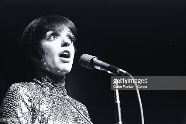 Liza Minnelli Singing on Stage