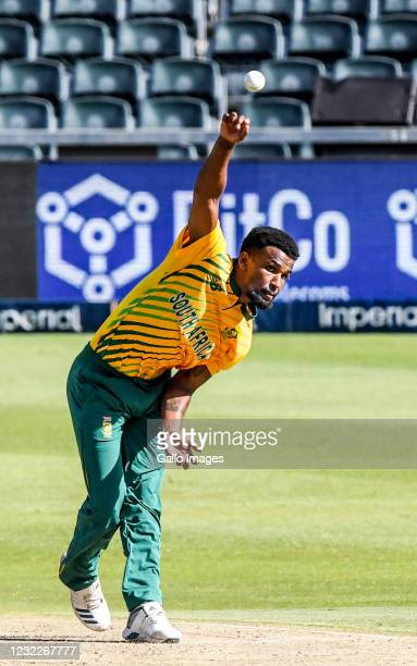 Lizaad Williams of South Africa during the 2nd KFC T20 International match between South Africa and Pakistan at Imperial Wanderers Stadium on April...
