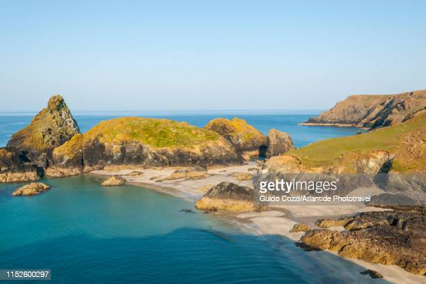 lizard peninsula, kynance cove - bay of water stock pictures, royalty-free photos & images
