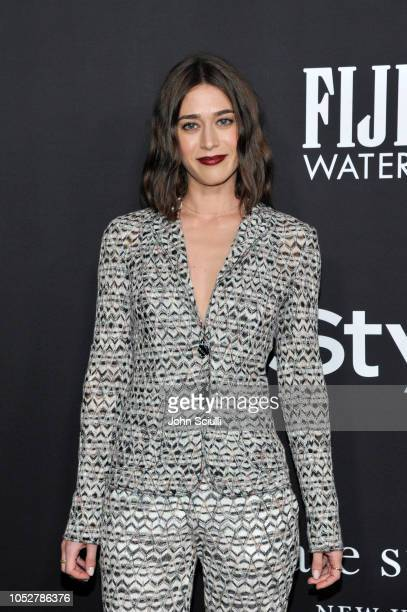 Lizzy Caplan attends the 2018 InStyle Awards with Fiji Water on October 22, 2018 in Los Angeles, California.