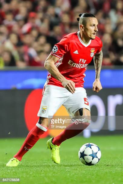 Ljubomir Fejsa of Benfica controls the ball during the UEFA Champions League Round of 16 First Leg match between SL Benfica and Borussia Dortmund at...