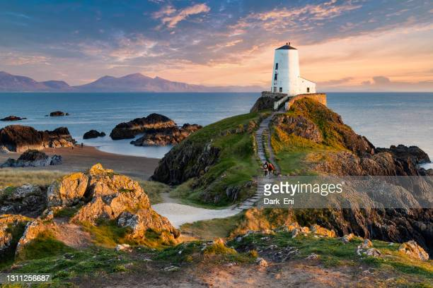 llanddwyn (tŵr mawr) lighthouse on anglesey, wales - beach stock pictures, royalty-free photos & images