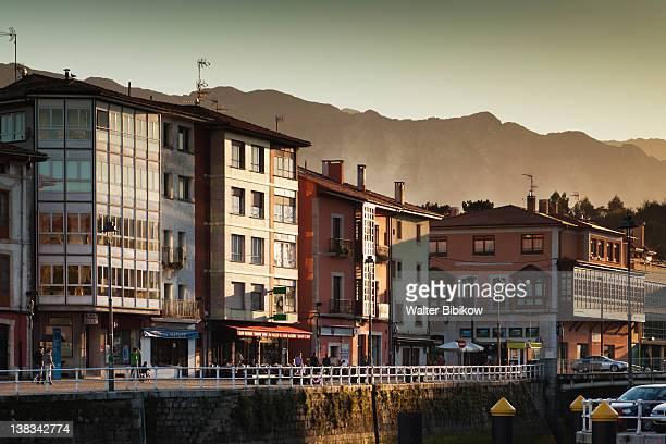 llanes, harborfront buildings - llanes fotografías e imágenes de stock